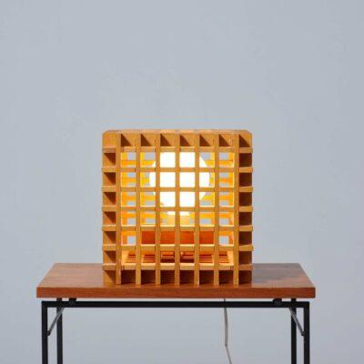 postmodern-table-lamp-wood