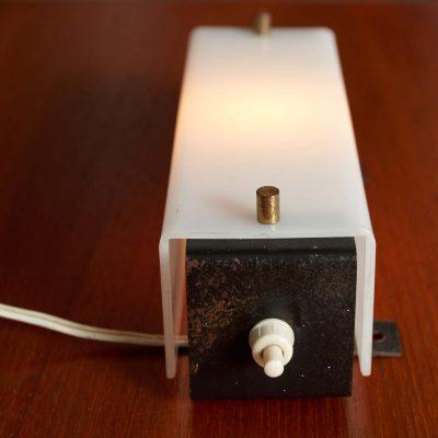 midcentury-design-bedroomlamps